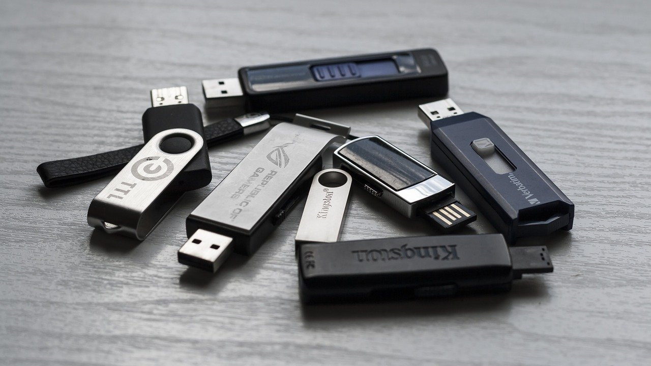 """Is it Safe to Pull out USB Devices Without """"Ejecting"""" Them?"""