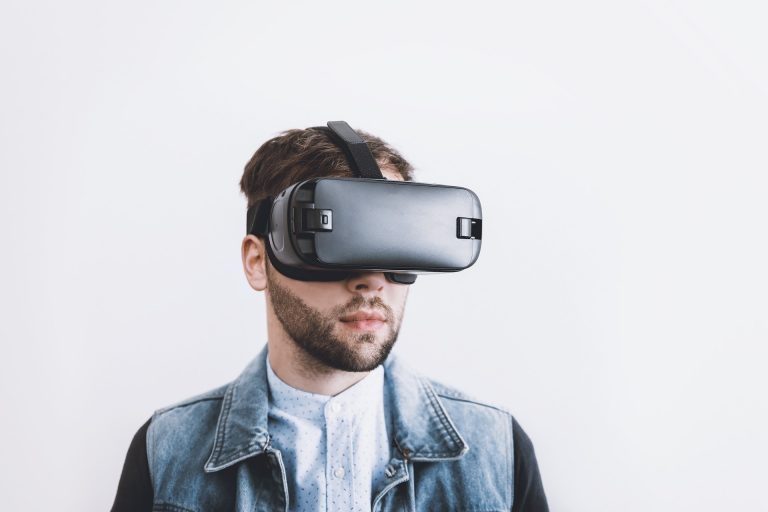 Everything you Need to Know About VR (Virtual Reality)
